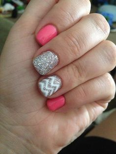 Holy WOW, I am in LOVE with this chunky french nail/sparkly design. LOVE LOVE LOVE nail art
