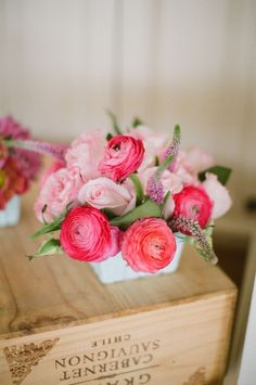 Layers and layers of soft petals make ranunculus a bloom that's hard to ignore. We love the charm that this flower brings to any arrangement. Deco Floral, Arte Floral, Floral Design, Flower Centerpieces, Wedding Centerpieces, Wedding Bouquets, Ranunculus Centerpiece, Ranunculus Wedding, Ranunculus Flowers