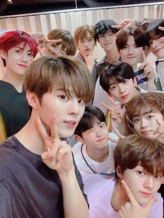 ❝ I'll sing for you forever and dream for you ❞ How's your fate with boys? Sing For You, Quantum Leap, Thing 1, V Live, Fandom, Group Pictures, Fans Cafe, Produce 101, Kpop Boy