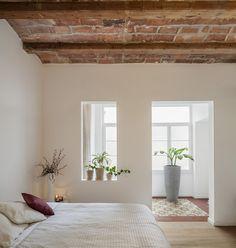 Open bedroom design of the Barcelona apartment Mini Loft, Interior Architecture, Interior And Exterior, Interior Design, Interior Decorating, Decorating Ideas, Modern Exterior, Home Bedroom, Bedroom Decor