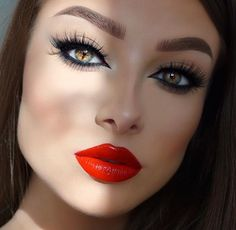 Smoked out winged liner with red lips. *Click Pic for Makeup Details* (Pic: Jessica Rose Silicz) Eye Makeup Red Dress, Lip Makeup, Makeup Pouch, Makeup Stuff, Flawless Makeup, Beauty Makeup, Winged Eyeliner Tutorial, Winged Liner, Eye-liner Rouge
