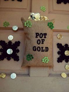 How to make a Pot of Gold Door Wreath    #DIY #Wreath #StPatricksDay