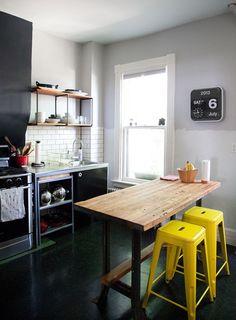 mesa de trabajo en la cocina