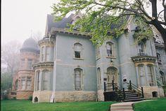 bruxa da água — andantegrazioso: Victorian house Milwaukee |...