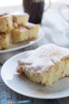 Κέικ σαν... ρολάκι κανέλας! - Craftaholic Cake Cookies, Cupcake Cakes, Cupcakes, Greek Sweets, Cake Bars, Brownie Cake, Greek Recipes, Yummy Cakes, Afternoon Tea