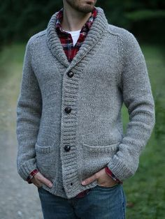 If you like the comfort look, wear a grey shawl cardigan with blue jeans. When it's one of those bleak autumn afternoons, what better to brighten things up than a seriously stylish getup like this one? Mens Knitted Cardigan, Knit Cardigan Pattern, Shawl Collar Cardigan, Sweater Knitting Patterns, Men Sweater, Men Cardigan, Cardigan Style, Cardigan Outfits, Chaleco Casual