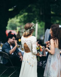 One of my favourite weddings I've ever seen! Love the wanderlust hippie natural feel of this wedding :)