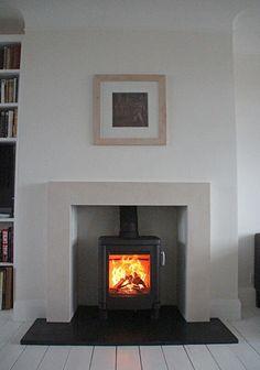 32 Inspiring Vintage Fireplace Design Ideas For Your Living Room Wood Burner Fireplace, Fireplace Hearth, Fireplace Surrounds, Fireplace Design, Fireplace Ideas, Fireplaces, Cream Fireplace, Fireplace Glass, Arquitetura