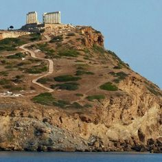 The Temple of Poseidon at Cape Sounion Greece Architecture, Ancient Greek Architecture, Vacation Places, Vacation Spots, Places Around The World, Around The Worlds, Greece Mythology, Canada Images, European Vacation
