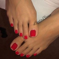 People who hide behind anon accounts to like feet irk me lol Who cares if people know you like feet 😂 People drool over ass and titties and… Pretty Toe Nails, Cute Toe Nails, Pretty Toes, Toe Nail Color, Nail Colors, Red Toenails, Nice Toes, Painted Toes, Foot Pics