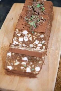 ½ tin condensed milk (eat the rest with a spoon); Cocoa powder, for dusting. Tart Recipes, Baking Recipes, Sweet Recipes, Dessert Recipes, Drink Recipes, Yummy Recipes, Kos, Peppermint Crisp Tart, Peppermint Slice