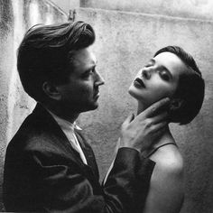 """10.7 k mentions J'aime, 33 commentaires - differ   tv (@differ.tv) sur Instagram: """"David Lynch and Isabella Rossellini on the set of Blue Velvet, 1988. photographed by Helmut Newton…"""""""
