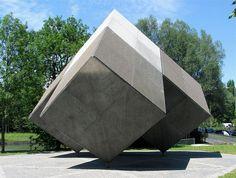 Isamu Noguchi: Zwillingsplastik, Naturstein, 1972, Tucherpark, München