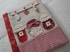 Would make a cute mini quilt Applique Quilts, Embroidery Applique, Machine Embroidery, Embroidery Designs, Quilting Projects, Sewing Projects, Fabric Crafts, Sewing Crafts, Scrapbook Recipe Book
