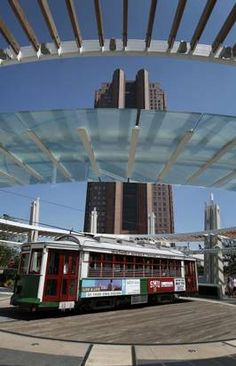 Ding! Ding! Ding! Take a ride on a M-Line trolley in Uptown | Dallas Morning News Entertainment Columnists - Entertainment News for Dallas, Texas - The Dallas Morning News