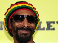Snoop Dogg Posts Reasons to Vote Obama: 'Michelle Got a Fat A**'
