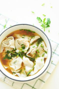 A step-by-step guide to homemade wonton soup, one of the heartiest Chinese comfort foods. It's also a fantastic, healthy freezer meal for a whole family. food How to Make Wonton Soup Soup Recipes, Chicken Recipes, Cooking Recipes, Wonton Recipes, Cooking Tips, Cooking Steak, Asian Recipes, Healthy Recipes, Ethnic Recipes
