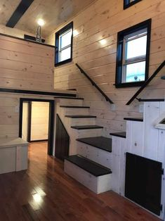 The Loft - Incredible little houses - Tiny House Living Ideas Tiny House Loft, Best Tiny House, Tiny House Plans, Tiny House Design, Tiny House 2 Bedroom, Tiny House With Stairs, Tiny House Storage, Loft Design, Tiny Living Rooms