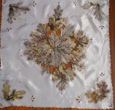 Салфетка. Декупаж скелетированными листьями на ткани