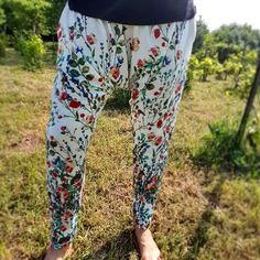 Loose summer pants with flowers