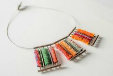 Collar de inspiracion precolombina elaborado con Alpaca y telar aguayo, tejido tradicional del altiplano elaborado con pura lana
