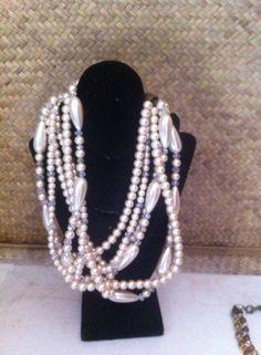 lindo collar de perla cristal color ivory y cristal checo color champaña de 12 hilos costos $500.00