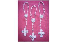 denarios a crochet para comunion Catholic Crafts, Crochet Cross, Flower Patterns, Mini, Crochet Ideas, Angels, Calla Lilies, Earrings, Crochet Dolls