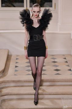 Pin for Later: La Fille Saint Laurent Sera Glam Rock Cet Automne