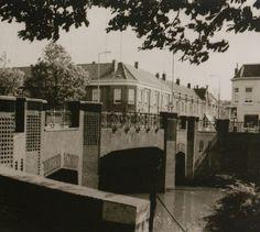 De van Berckelstraat en de brug over de Aa, rechts is nu ons kantoor gevestigd.