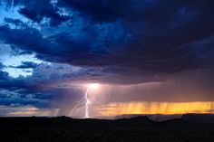 16 Examples of Most Horrifyingly Beautiful Thunderstorms Photography