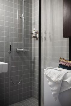 #showerwall #blackframeglasswall #stripeglass #meltedglass #patternglass #bathroomdesign #bathroomideas #finnishdesign #scandinaviandesign Glass Shower, Scandinavian Design, Bathtub, Bathroom, Wall, Standing Bath, Washroom, Bathtubs, Bath Tube