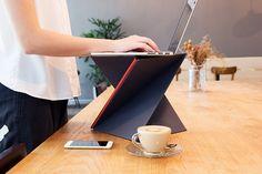 LEVIT8, a portable standing desk