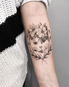 26 Best Cat Tattoos For Girls - Bafbouf Dog Tattoos, Animal Tattoos, Finger Tattoos, Tattoo Drawings, Body Art Tattoos, Girl Tattoos, Sleeve Tattoos, Hp Tattoo, Tattoo Cat