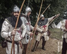 English archers 14th century. Longbow, gambeson, bascinet.