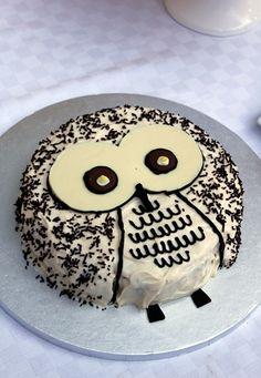 Cute Owl Cake  Pinned by www.myowlbarn.com