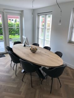 (notitle) 42 Small living room that always looks good Living room decoration small roomIkea & shelf stylingROO. Dining Room Blue, Dining Room Table Decor, Dining Room Design, Kitchen Decor, Dining Room Modern, Dinner Room, Small Dining, Home Interior Design, Oval Table