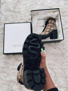 Dr Shoes, Hype Shoes, Me Too Shoes, Shoes Heels, Sneakers Fashion, Fashion Shoes, Gucci Shoes Sneakers, Gucci Boots, Fashion Hair