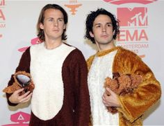 "YLVIS lands a book deal after their ""What Did the Fox Say"" viral success"