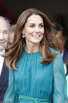Kate Middleton joins Prince William to meet the Aga Khan - Kate wore her glossy brown hair loose and accessorised with dainty earring that complemented her dr - Kate Und William, Prince William And Kate, Duke And Duchess, Duchess Of Cambridge, Princesa Kate Middleton, Kate And Pippa, Herzogin Von Cambridge, Queen Kate, Kate Dress