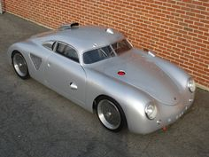 (CUSTOM)1955-Porsche-356-silver-bullet - This car is a stunning & totally unique one-off that subscribes loosely to the 356 Outlaw philosophy. Based on a 914-6 chassis, it's been fitted w a mid-mounted 3-litre 911 engine w Weber carburetors, as well as a 915 5-speed gearbox. It was built by Australian Jeff Dutton in 1992. The body is based on a 356 Continental from 1955.