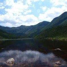 Le lac aux Américains de la Gaspésie fait partie des secrets les mieux gardés de cette région.  Crédit photo : Emmanuel Milou via Flickr  #voyagevoyage #voyage #travel #instatravel #paysage #destinations #blogvoyage #canada #explorecanada #quebec #gaspesie #quebecjetaime #lacauxamericains