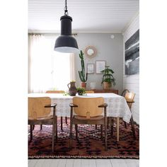 Huomentaaa! Vapaapäivä, jes! Mitähän sitä tänään oikein tekisi...🤔 Ainakin voisi käydä puutarhalla hakemassa vähän jotain kasveja ja… Interior Photography, Life Photography, Vintage Soul, Dining Table, Living Room, Furniture, Beautiful, Instagram, Design