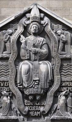 Henri Bouchard (sculpteur): Saint Pierre en majesté - Les prélats (en bas) sont les cardinaux Dubois et Verdier., detail Facade d'Église Saint-Pierre-de-Chaillot, Paris