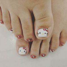 Lindos diseños en tus pies. - Increíbles diseños de uñas para los amantes de los gatos Pretty Toe Nails, Cute Toe Nails, Cute Toes, Pretty Toes, Toe Nail Art, Diy Nails, Sparkle Nails, Toe Nail Designs, Pedi