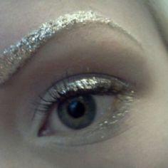 glitter brows, fun costume make-up Glitter Brows, Glitter Make Up, Silver Glitter, Glitter Eyeshadow, Glitter Heels, Glitter Glue, Eyeshadow Palette, Beauty Make-up, Beauty Hacks