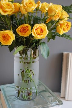 How to glass etch a monogrammed vase - easy DIY gift idea #recycled #upcycled