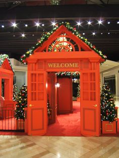 Welcome arch at St. Matthew's Mall in Louisville, Kentucky.  For more information on Center Stage Seasonal Decor, visit: www.cspdisplay.com/seasonal-decor/