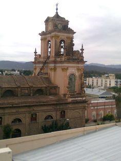#Torre de la #Iglesia de San Francisco vista desde una ventana del #Hotel #Ancasti en San Fernando del Valle de #Catamarca (#Argentina)