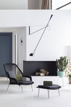 A game of balance and orientation, 265 wall lamp designed by Paolo Rizzatto in 1973 can be easily swirled to meet the lighting needs of any environment. Interior Lighting, Interior Styling, Lighting Design, Modern Lighting, Interior Decorating, Luminaire Design, Lamp Design, Flos 265, Design Apartment