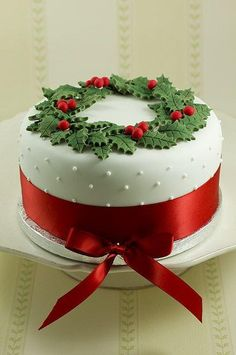 Christmas Wreath Cake - Feliz Navidad when translated into English, means Happy Christams (Merry Christmas) ¸.•♥•.  www.pinterest.com/WhoLoves/Christmas  ¸.•♥•.¸¸¸ツ #Christmas